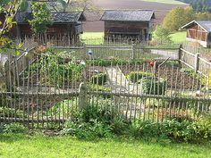 Bauerngarten: German farmer's garden.  Love fence and path way...maybe this would keep out the deer.