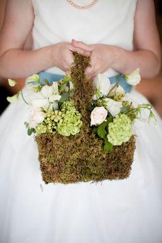 An easy job - gluing moss to a basket Easy Jobs, Flower Girl Basket, May Flowers, April Showers, July 7, House Design, Baskets, Salt, Wedding Ideas