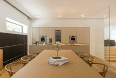 bulthaup b3 kitchen with a c3 table and Carl Hansen Wishbone chairs from bulthaup in Seoul