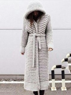 9 Tips for knitting – By Zazok Crochet Coat, Knitted Coat, Cardigan Pattern, Knit Cardigan, Sweater Coats, Sweater Outfits, Estilo Meghan Markle, Hijab Style, Knit Jacket