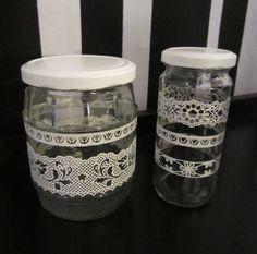 Tee-se-itse-naisen sisustusblogi: Old Mason Jars Made New With Spray-paint and Lace Sticker