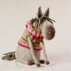love felt - and sweaters . Needle Felted Animals, Felt Animals, Wet Felting, Needle Felting, Felt Crafts, Fabric Crafts, Felting Tutorials, Felt Toys, Soft Dolls