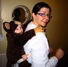 Monkey on my back: Halloween costume ideas, baby wearing Monkey Costumes, Cute Costumes, Baby Halloween Costumes, Baby Costumes, First Halloween, Family Halloween, Baby Carrier Costume, Baby Gaga, Baby Wearing Wrap