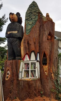 Little Free Library in a large cedar tree stump about twelve feet tall Mini Library, Little Library, Free Library, Little Free Pantry, Library Inspiration, Library Ideas, Birds Online, Lending Library, Little Free Libraries