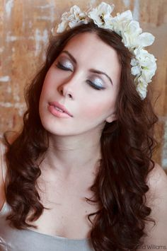 SALE Cream Pearl Floral 'Amelia' Flower Crown por livfreecreations