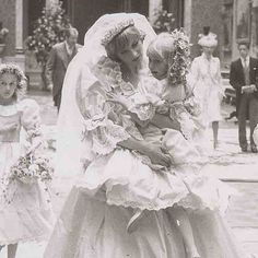 Princess Diana, never too busy to give loving attention to a child, even on her historic wedding day. Princess Diana Wedding, Princess Diana Family, Princess Kate, Princess Of Wales, Royal Wedding Gowns, Royal Weddings, Royal Wedding 1981, Windsor, Teresa