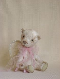 """Друзья, я рада пригласить вас на мастер-класс по пошиву мишки.  27-28-29 ноября в Киеве я проведу МК, стоимость 2000 грн. Время проведения МК: пятница 18:00 - 20:00, суббота и воскресенье 11:00 - 18:00.  Мы будем шить вот такого трогательного медвежонка! """"Мишка Ангел"""" может стать оберегом или прекрасным подарком к рождественско-новогодним праздникам.  Вопрсы пишем на почту larchik-osh@yandex.ua"""