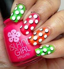 Pop art polka-dot nails