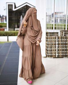Hijab Gown, Hijab Style Dress, Hijab Outfit, Hijab Niqab, Niqab Fashion, Muslim Fashion, Modest Fashion, Islamic Fashion, Hijabi Girl