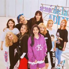 "70.8 mil Me gusta, 136 comentarios - TWICE 트와이스 (@official.twice) en Instagram: ""ADLV X TWICE S/S20 COLLABORATION - #TWICE #트와이스 #ONCE #원스 #MOREandMORE - {#nayeon #나연…"" Nayeon, Kpop Girl Groups, Korean Girl Groups, S Girls, Kpop Girls, Shy Shy Shy, Divas, Twice Group, Twice Album"