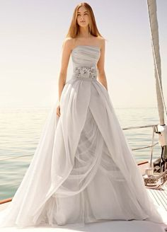 vera-wang-wedding-dresses-7-08112015-ky