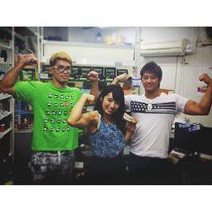 先日は上野にあるボディパワーさんに行ってきました\(^o^)/ サプリ豊富でテンション上がったよ〜♬ 私はプロテインバーやプリンをGET♡ 気になる方は是非行ってみてね! 店長の良輝さん、黒崎さんと♬ #筋肉アイドル #筋肉女子 #筋育 #筋肉 #muscle #training  2016/09/28 23:24:59