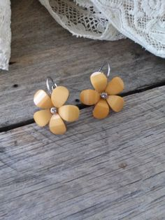 Autumn Gold Flower Drop Earrings by bettyrayvintage on Etsy