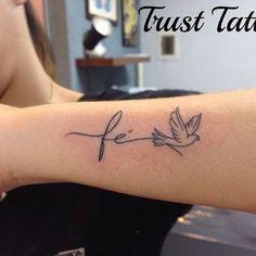 Tatuagem Delicada e com traços finos #fe #escrita #delicado #tracofino #tattoo #tatuagem #trusttattoobeto #passaro