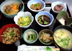 Quite recently, nutrition scientists as well as regular individuals who are conscious about their health have been talking about the Okinawa diet. Healthy Foods To Eat, Healthy Fats, Healthy Weight Loss, Healthy Eating, Diet Foods, Okinawa Food, Okinawa Japan, Kyoto Japan, Diet Recipes