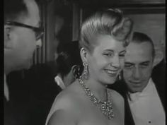 Eva Peron : Example of jewels! And that hair.