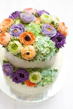 In Korean language; but pictorial instructions for making these lovely flowers.  masam manis: Korean Flower Buttercream