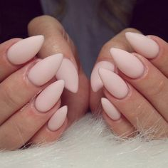 If you have mastered the technique of gelation nails, matte look you'll give them after the final layer of colorless gel treat nails with buff file. Apply cuticle oil around the nail and with buffer and rub it on the nail. At the end with a buffer on which you put a little alcohol skip the nail to remove the fat from the oil and that's it.
