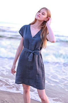 Laundered and soft linen tunic dress tailored from Lithuanian washed linen fabric for comfort and natural everyday wear. Linen Tunic Dress, Linen Skirt, Linen Dresses, Simple Dresses, Casual Dresses, Anna, Dress Up, Models, Natural Linen