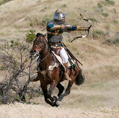 """Not a steppe nomad, but a great example of the """"Parthian"""" shot that the Mongols prefected and used. -Sassanid Persian Cavalry - Parthian Shot - Sassanian Archer in Four Horn Saddle Armadura Medieval, Medieval Armor, Medieval Fantasy, Ancient Armor, Medieval Costume, Mounted Archery, Sassanid, Ancient Persia, Dark Ages"""
