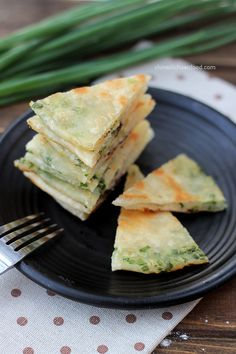 Detailed steps for making traditional Chinese scallion pancakes at home. Carne Asada, Asian Recipes, Mexican Food Recipes, Ethnic Recipes, Chinese Recipes, Healthy Recipes, Scallion Pancakes Chinese, Chinese Breakfast, Chinese Street Food