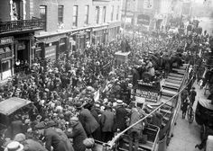 Crowds waiting to meet prisoners released under general amnesty. This photo must have been taken from the railway bridge at Westland Row station as was (Pearse Station now). Date: Monday morning, 18 June 1917 (thanks NLI Ref. Ireland 1916, Dublin Ireland, Old Pictures, Old Photos, Irish Independence, Military Rule, Dublin Street, Easter Rising, Michael Collins