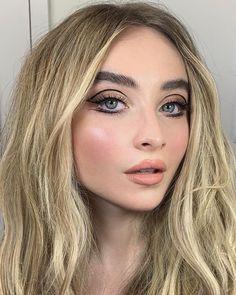 2018 sabrina carpenter photo by make-up artist nikki wolff @ london, england Makeup Eye Looks, Cute Makeup, Glam Makeup, Pretty Makeup, Skin Makeup, 70s Hair And Makeup, 1970s Makeup, 70s Makeup Look, Sixties Makeup