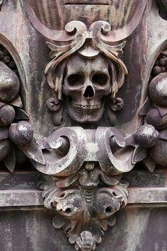 Phantasmagoria gravestone by dragonflydesignstudio. Skull Reference, Bild Tattoos, Cemetery Art, Vanitas, Green Man, Skull And Bones, Skull Art, Dark Art, Sculpture Art