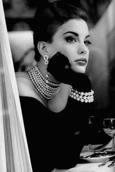 #vintage #fashion - Liv Tyler resembling Liz Taylor the pearls, gloves, hair, gown all work