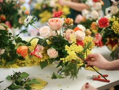 Teaching the art of old dutch floral bouquets by Julia Gauld for the Berlin flower School
