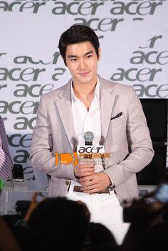 siwon acer Choi Siwon, Acer, Perfect Man, Suit Jacket, Celebs, Singer, Suits, Model, Jackets