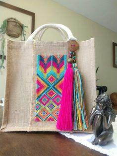 Fabric Handbags, Fabric Bags, Diy Jute Bags, Raffia Crafts, Lace Bag, Embroidery Bags, Diy Crafts Jewelry, Burlap Flowers, Unique Purses