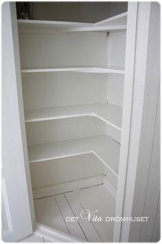 hörnskafferi - Sök på Google Kitchen Larder Cupboard, Kitchen Dining, Kitchen Decor, Home Kitchens, Shelving, Bookcase, Home Improvement, House, Furniture