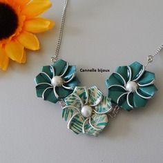 Collier avec capsules fleurs vertes et perles nacrées