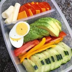 Looking for some easy keto diet recipes? Check out 3 Tasty & Proven Keto Recipes which will only satisfy your hunger but will also help you in weight loss. Lunch Snacks, Lunch Recipes, Diet Recipes, Cooking Recipes, Healthy Recipes, Keto Snacks, Low Fat Snacks, Lunch Meal Prep, Healthy Meal Prep