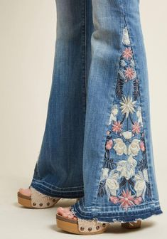 Boho Embroidery Driftwood The Joy of Embroidery Flared Jeans in Stone Wash Embroidery On Clothes, Vintage Embroidery, Jean Embroidery, Floral Embroidery, Embroidery Stitches, Denim Fashion, Boho Fashion, Denim Crafts, Mein Style