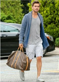 Louis Vuitton Keepall 55 on Scott Disick Mens Cardigan Outfits, Casual Outfits, Scott Disick Style, Only Fashion, Mens Fashion, Luxury Fashion, Louis Vuitton Keepall 55, Best Street Style, Men Closet