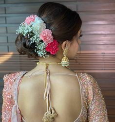 What To Wear When: Bridal Bun vs Open Hairstyle Saree Hairstyles, Open Hairstyles, Indian Bridal Hairstyles, Bride Hairstyles, Wedding Day Makeup, Bridal Makeup Looks, Hair Wedding, Bridal Jewellery Inspiration, Bridal Hair Buns