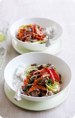 Sesame beef stir-fry - from Heart Foundation Slow Cook Beef Stew, Slow Cooked Beef, Beef Stir Fry, Heart Healthy Chicken Recipes, Healthy Meals For Kids, Healthy Eating, Healthy Heart, Healthy Foods, Sesame Beef