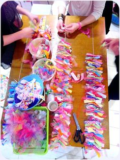DIY -fabric garland – finally I know what to do with all my scrap fabric! Scrap Fabric Projects, Fabric Scraps, Sewing Projects, Craft Projects, Rag Garland, Fabric Garland, Diy And Crafts, Crafts For Kids, Craft Show Ideas