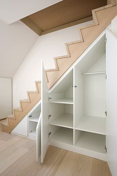 Staircase Storage, Home Stairs Design, Modern Style House Plans, House Interior, Luxury Room Design, Home Design Plans, Small Cottage Interiors, Home Interior Design, Kerala House Design