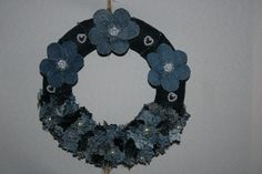 Deko-Objekte - Dekokranz, doppelt, Jeans, mit Blüten und Perlen - ein Designerstück von Angelas_Kreativwelt bei DaWanda