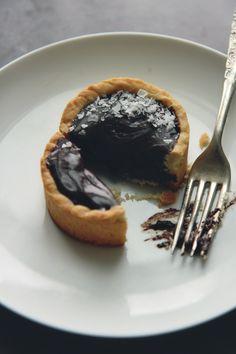 Chocolate Truffle Tarts // La Peche Fraiche