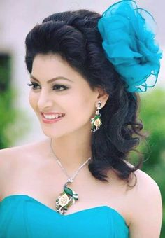24 Photos of Bollywood Actress Urvashi Rautela Beautiful Bollywood Actress, Most Beautiful Indian Actress, Beautiful Actresses, Beauty Full Girl, Beauty Women, Bollywood Girls, Bollywood Fashion, Hijab Fashion, Glamour
