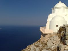 Anafi Mediterranean Architecture, Mediterranean Sea, Greek Islands, Amazing Nature, Statue Of Liberty, Explore, Places, Travel, Life