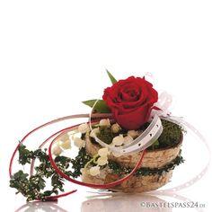 Tischdeko mit Birkenherzen als Gesteckschale für Hochzeit oder Muttertag zum selber machen! Mit echten präparierten Langzeitrosen und Maiglöckchen als Seidenblumen in rot weiß