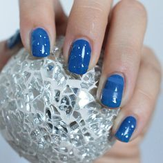 I was playing a little bit around lately: Deep Ocean Blue Nails with Waterdrop Nailart! Cute Summer Nails! Nagel-Tutorial: Wassertropfen » BIPA Beauty Lounge