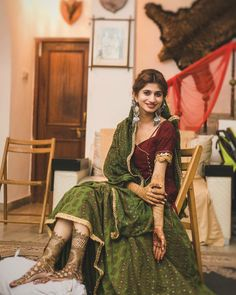 Offbeat Mehendi Outfits Spotted On Real Brides Mehendi, Baby Frocks Party Wear, Mehndi Outfit, Cape Dress, Bridal Photography, Looking Gorgeous, Beautiful, Long Tops, Indian Bridal