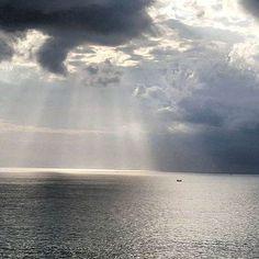#bali #balilocal #love #travel #jetsetter #ocean #beautiful #summer #holidays #sun #bikini #pool #chasethesun #wanderlust #happydays #bliss #paradise #cocktails #thisisbali #friday #tgif  by @pastelltraeumerin Hotels-live.com