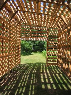 The pallet tunnel. Wow. Amazing ROOF FOR MY PATIO?